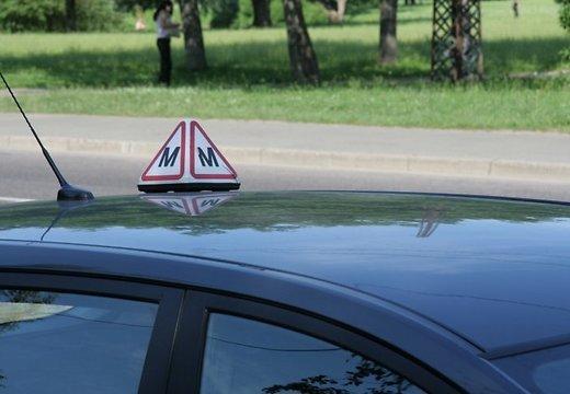 Автоинструктор пытался сдать экзамен по теории вождения за другого человека - DELFI