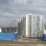Строят тут не домами и даже не кварталами, а сразу районами.